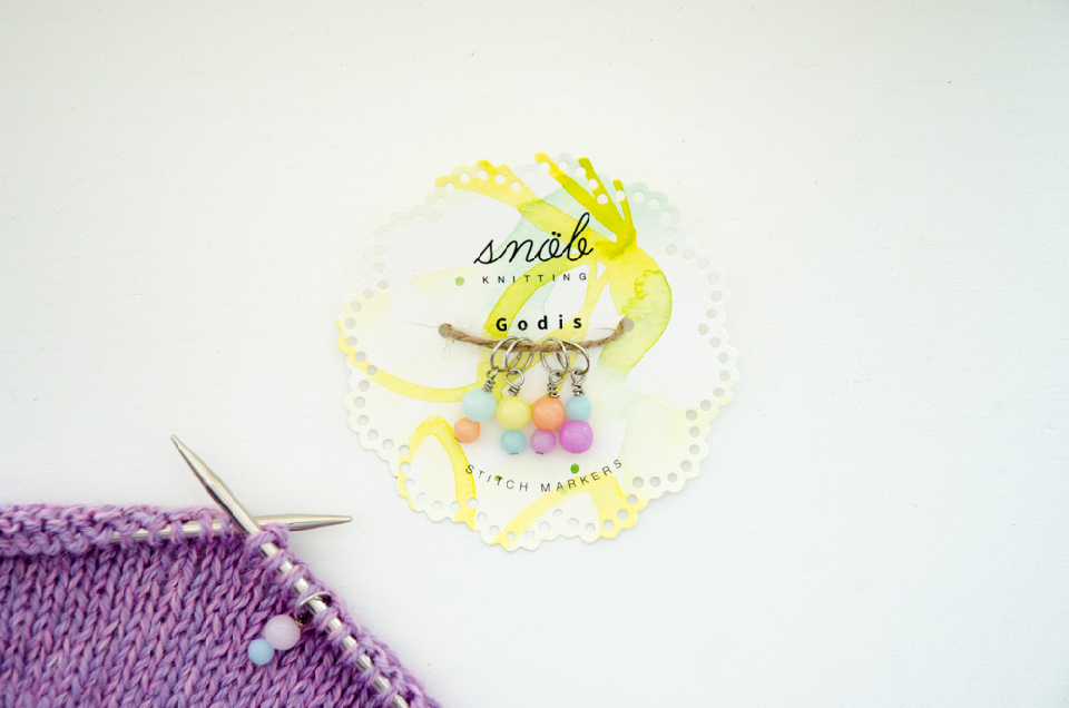 Snöb Knitting stitch markers packaging
